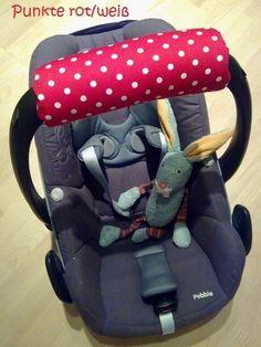 CarryMe Armpolster für die Babyschale ♥ Damit das Tragen in der Armbeuge endlich angenehmer wird. CarryMe ist in vielen Farben und Mustern erhältlich, passend zu jeder Babyschale. Auch im Set erhältlich mit passendem Spielanhänger aus Holz für die Kleinen. Praktisch und schick :-)