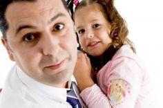 """3 tips para animar a tu esposo a cuidar a los niños  A veces nuestras parejas no participan tanto en la crianza de los hijos por que se sienten """"incompetentes""""  o por que en su casa no lo vivió y le inculcaron que no era """"su tarea"""". Claro que hay esposos que hacen maravillosamente  su parte y son un gran apoyo para sus esposas, pero en este momento hablaremos de aquellos que no se involucran."""