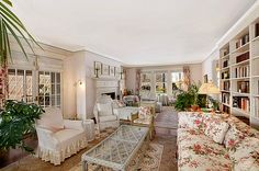 The Solarium at Grey Gardens.doesn't it look like an old Prep summer house? Grey Gardens House, Gray Gardens, Edith Bouvier Beale, Edie Beale, Garden Living, East Hampton, Entry Hall, Fixer Upper, Great Rooms