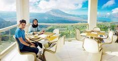 Best of Bali: 73 tempat wisata paling hits & keren di Bali untuk panduan liburan Anda Bali Restaurant, Romantic Things To Do, Denpasar, Stuff To Do, Backdrops, Relax, Ocean, Explore, Vacation