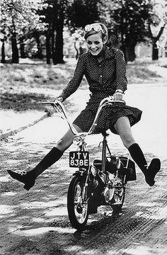 Twiggy in polka dot dress, London 1967