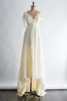 1970s Lace Tulle Gown - S | G O S S A M E R