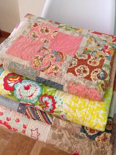 Quilts Gift Wrapping, Quilts, Blanket, Bed, Home, Scrappy Quilts, Punto De Cruz, Dots, Needlepoint