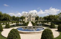 Oheka Castle - Long Island New York. An original Gatsby-esque mansion, now a hotel I must stay here! Taylor Swift, Popsugar, Mansion Tour, American Mansions, Long Island Ny, Formal Gardens, The Great Gatsby, Gold Coast, The Hamptons