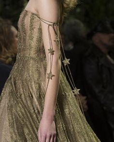 Fashion show Christian Dior Spring-summer 2017 Haute couture -. - Fashion show Christian Dior Spring-summer 2017 Haute couture -… - Christian Dior Couture, Dior Haute Couture, Style Couture, Couture Fashion, Runway Fashion, Trendy Fashion, High Fashion, Fashion Show, Fashion 2017