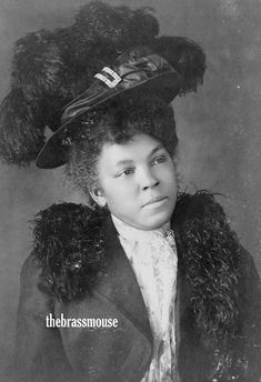 Victorian-era portraits of African-Americans, 1899 or from a collection assembled by W. Du Bois for the Exposition Nègres d'Amerique of the 1900 Exposition Universelle. Turbans, American Photo, American Lady, American Makeup, American Fashion, Early American, Vintage Black Glamour, Vintage Beauty, Vintage Fashion