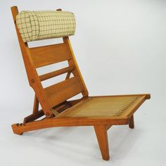 A rare folding oak frame lounge chair with an adjustable back and headrest. The design of the AP 71 chair is based on a deckchair. - DesignAddict