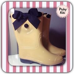 Rubber Boots for rainy days and impressive street walks :) Trendy Shoes, Rainy Days, Walks, Rubber Rain Boots, Street, Chic, Lady, Fashion, Shabby Chic