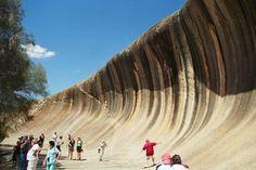 Wave Rock, sóng thần bằng đáThật kỳ lạ nhưng cách đây 60 triệu năm, những vùng đất cách thành phố Perth đều là biển cả và những ngọn núi cao....