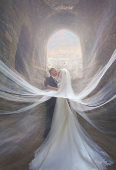 incredible-veiled-wedding-photos-of-couples.jpg (600×877)