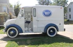 If I could I would repurpose this vintage ice cream truck into my thrifting mobile!!!!!! ohyeah!