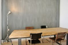 Kalkverf Utrecht | Deze wandafwerking combineert goed met de eiken tafel en leren stoeltjes van wdstck. In dit project hebben we gebruikt gemaakt van de kalkverf van Pure and Original. http://brsh.nl/kalkverf/
