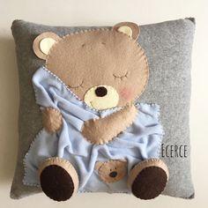 Pillows And Blankets Patchwork Quilt Patterns, Patchwork Baby, Patchwork Pillow, Felt Crafts, Diy And Crafts, Motifs D'appliques, Felt Pillow, Sewing Pillows, Quilting For Beginners