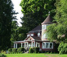 Leadbetter House on Lacamas Lake - Camas, WA - by Dan Bolton Vancouver Washington, Travel Log, Old Images, Outside Living, Mountain Homes, Log Homes, Pacific Northwest, Cabins, Ideal Home
