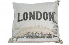 Apportez une touche originale et glamour à vos fauteuils et canapés grâce à ce coussin pailleté London en sequins.  http://www.declikdeco.com/p-coussin-paillette-argentee-london-47206-2806.html