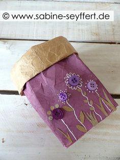 DIY gift wrap from a milk carton - Diy and Crafts to Upcycled Crafts Recycled Crafts, Diy And Crafts, Tetra Pack, Carton Diy, Simple Gifts, Gift Packaging, Pin Collection, Handicraft, Diy Gifts