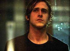 「STAY ステイ」 公式サイト・・・また、一人では観ていけないような映画をひとりで観てしまいました精神科医サム・フォスター(ユアン・マクレガー)は、謎めいた若い患者ヘンリー・レサム(ライアン・ゴズリング)を前任のセラピストから引き継いだ。ヘンリーはサムに、三日後の真夜中に自殺...