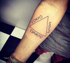 Tatuagem de triângulo, equilíbrio!