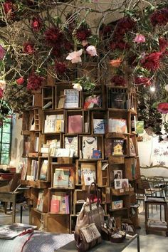 Cool, creative bookshelf idea: a tree-like wooden display!
