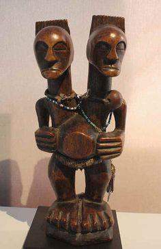 Galerie Philippe Ratton- A dual headed Songye figur