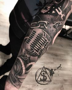 Dj Tattoo, Tatoo Music, Music Tattoo Sleeves, Skull Girl Tattoo, Rock Tattoo, Guitar Tattoo, Music Tattoos, Girl Tattoos, Tattoos For Guys