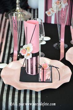 Pliage serviette fleur turquoise et blanche stuff i want for Deco table rose et noir