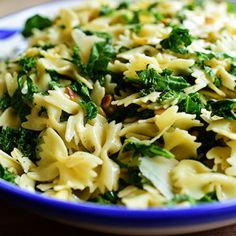 Remember the Spicy Pasta Salad I posted a few years ago? It was based on a pasta salad I'd had from Whole Foods, and is so delicious with grilled chi… Pasta Ligera, Kale Pasta, Pasta Salad, Kale Salad, Garlic Pasta, Chicken Salad, Pasta Carbonara, Garlic Bread, Caprese Salad