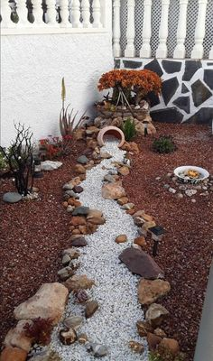5 Luxury Low Maintenance Garden Landscaping Design - The most beautiful garden decor River Rock Landscaping, Landscaping With Rocks, Front Yard Landscaping, Landscaping Design, Hillside Landscaping, Michigan Landscaping, Hydrangea Landscaping, Rock Garden Design, Garden Landscape Design