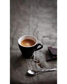 espresso and dark chocolate; Most ideally: dark Ecuador chocolate variety with Ethiopian coffee no sugar no milk I Love Coffee, Coffee Art, Coffee Break, Morning Coffee, Coffee Shop, Coffee Cups, Black Coffee, Coffee Maker, Coffee Machine