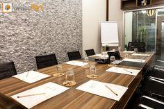 Son teknoloji ile donatılmış ve özel tasarım toplantı odamızdan tüm Officeport İstanbul müşterileri ve profesyoneller hizmet alabilir. http://www.officeportistanbul.com/toplanti-odasi.php