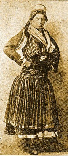 Φρασαριώτισσα από τη Κέρκυρα, Theodor Capidan Old Greek, Photographs Of People, Corfu, Greece, Folk, The Past, Culture, Statue, Costumes