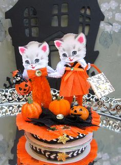 Vintage Inspired SuGaR SwEeT Trick or Treat Kitty Cats Halloween Keepsake Paper Posy Doll Party Favor Retro Halloween, Halloween Ii, Halloween Ornaments, Halloween Items, Holidays Halloween, Halloween Crafts, Holiday Crafts, Happy Halloween, Halloween Decorations