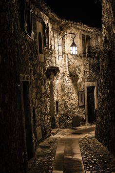 Eze village by night. Looks like where Jack the Ripper may have lain in wait Beautiful Buildings, Beautiful Places, Places To Travel, Places To Visit, Fantasy Places, Abandoned Places, Street Photography, Scenery, Around The Worlds