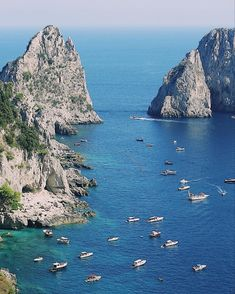 Amalfi Coast Tours in south of Italy by locals. Discover the Amalfi Coast with us by visiting places like Amalfi, Ravello, Capri, Positano. Capri Tour, Amalfi Coast Tours, Boat Tours, Fantasy Landscape, Positano, Capri Italy, River, Vacation, Outdoor