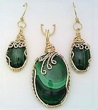 Malachite pendant and earrings wrapped in gold filled wire Ear hooks are gold filled Earrings are about 1 inches long measured from center top of ear hook Pendant measures 1 x inch Pendant measurement is from top of bail to bott. Simple Earrings, Wire Earrings, Pendant Earrings, Pendant Jewelry, Beaded Jewelry, Wire Wrapped Pendant, Wire Wrapped Jewelry, Wire Jewelry Patterns, Homemade Jewelry