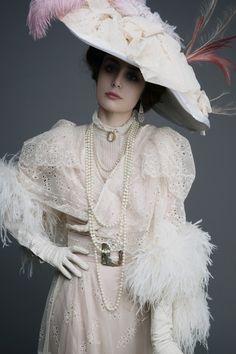 Pauline Darley - Louise Ebel (Miss Pandora) as Liane de Pougy 1900s Fashion, Edwardian Fashion, Vintage Fashion, Alternative Mode, Alternative Fashion, Historical Costume, Historical Clothing, Mode Rococo, Style Édouardien