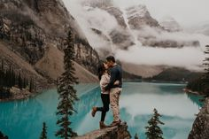 Banff is more than Lake Louise and Moraine Lake. Banff is all about turquoise lakes and gorgeous jagged snow capped mountains that are perfect for your adventure engagement photos and elopement photos | Banff Elopement Photographer | Banff Engagement Photos Inspiration Fall Engagement Outfits, Lake Engagement Photos, Proposal Photos, Moraine Lake, Surprise Proposal, Engagement Photo Inspiration, Banff National Park, Couple Shoot, Lakes