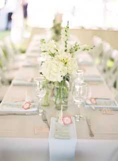 Simple and pretty table via Style Me Pretty