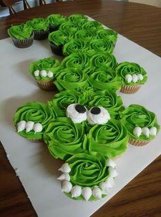 Pull Apart Cupcake Cake, Pull Apart Cake, Pretty Cakes, Cute Cakes, Yummy Cakes, Birthday Cupcakes, Ladybug Cupcakes, Kitty Cupcakes, Snowman Cupcakes