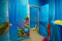 Underwater decorating ideas for hallways at Shipwrecked VBS! Explore more decoration ideas at Concordia Supply!