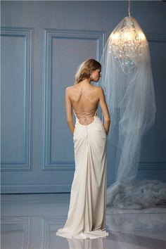 Backless wedding dresses - Wedding dresses - YouAndYourWedding lampara con velo love