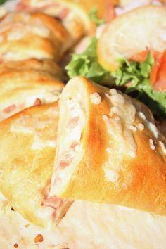 Pienet herkkusuut: Helppo ja herkullinen croissant-kranssi Croissant, Hamburger, Bread, Food, Brot, Essen, Crescent Roll, Baking, Burgers