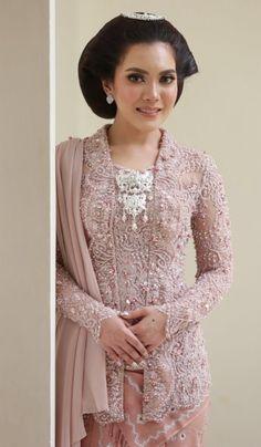 Kebaya Kutu Baru Modern, Model Kebaya Brokat Modern, Kebaya Modern Hijab, Dress Brokat Modern, Kebaya Hijab, Batik Kebaya, Kebaya Dress, Batik Dress, Traditional Gowns