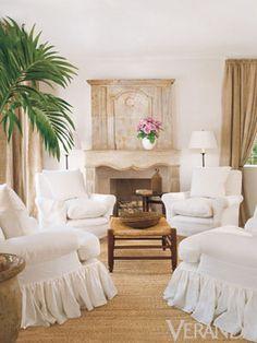 https://i.pinimg.com/236x/df/1f/5e/df1f5e36abecb09f7b25f4b0a8bd53fe--decorating-living-rooms-living-room-designs.jpg