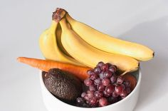 What fruits can whiten teeth, help get rid of acne acne, and fix split ends? Get our natural beauty tricks.