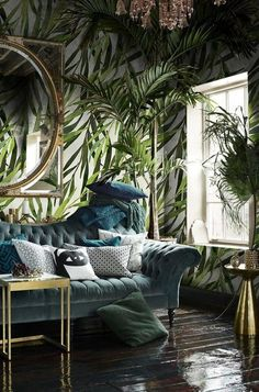 Blau Und Wald Grün Wohnzimmer Wohnzimmer Versuchen Sie, eine dunkle Wand Farbe … Blue And Forest Green Living Room Living Room Try a dark wall color for bold living room update. Dark walls create an intimate and inviting feel in a room. You are in … - Bold Living Room, Living Room Update, Living Room Green, Plants In Living Room, Tropical Living Rooms, House Plants, Green Rooms, Living Room Ideas Dark Wood Floor, Mirrors In Living Room