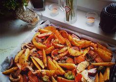 Sütőben sült, fűszeres zöldségek   Hertlik Anett receptje - Cookpad receptek Carrots, Vegetables, Food, Essen, Carrot, Vegetable Recipes, Meals, Yemek, Veggies