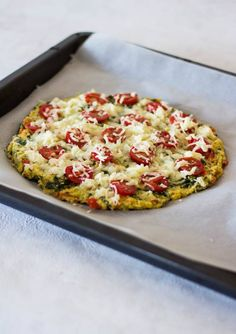 Polenta-Pizza mit einem Pizzaboden aus Maisgrieß - ein schnelles und gesundes Kinderrezept Polenta Pizza, Vegan Pizza, Vegan Food, Kiss The Cook, No Bake Cake, Vegetable Pizza, Kids Meals, Quiche, Vegan Recipes