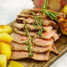 Roast beef all' inglese - Chef in Camicia Healthy Breakfast Recipes, Healthy Cooking, Lunch Recipes, Meat Recipes, Healthy Recipes, Easter Recipes, Recipes Dinner, Crockpot Lunch, Tasty Videos