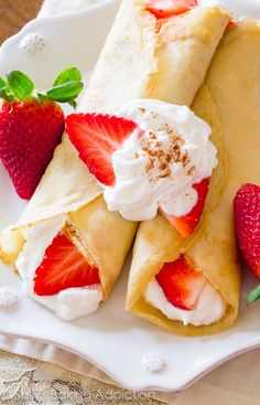 Learn how to make crepes! Plus a recipe for Strawberries 'n Orange Cream Crepes. Köstliche Desserts, Delicious Desserts, Dessert Recipes, Yummy Food, Tapas Recipes, Wedding Desserts, Dessert Ideas, Cream Cheese Crepe Filling, Crepes Filling